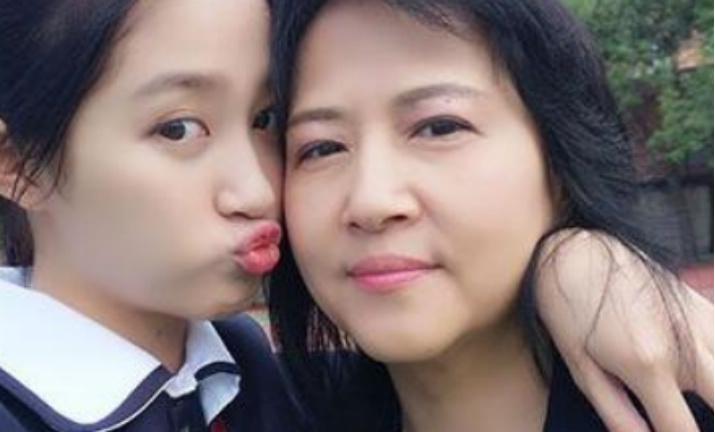 关晓彤的妈妈:这是我的女儿,我要让她成为优秀的人