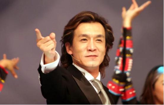 央视名嘴李咏,因癌症去世,曾与病魔抗争数月!