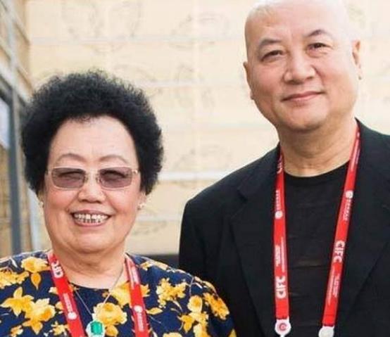 迟重瑞的妻子陈丽华原来是富商,有人质疑他傍大款
