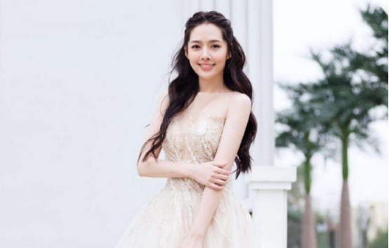 郭碧婷婚纱照曝光,披肩长发尽显仙女气质,网友直呼太美了!