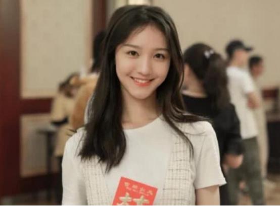 女演员刘露道歉,因其曾大闹火车站,警方:依法办事不需要道歉