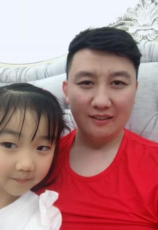 胖丫入狱后,老公杨树林首晒近况,与女儿相处很温馨