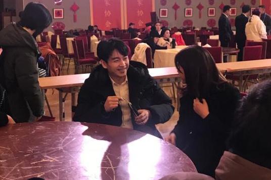 """陈晓陈妍希久违同框,甜蜜合体秒变""""连体婴"""",力破感情不合谣传"""