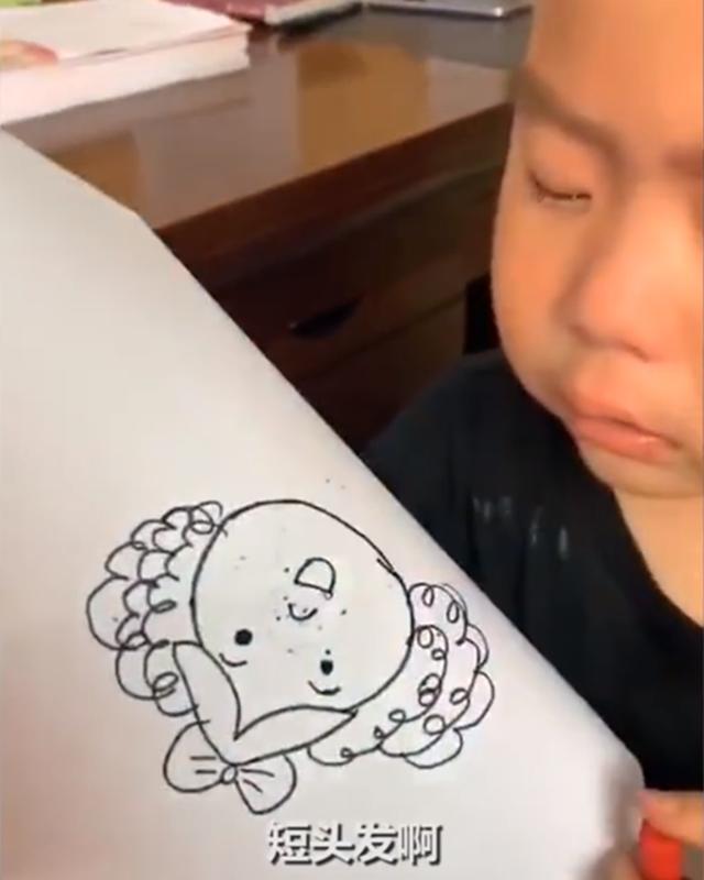可爱,男孩因为嫌弃老师把妈妈画胖,崩溃大哭