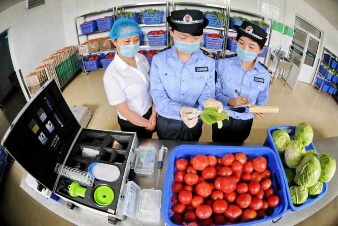 北京进入非常时期,2100吨果蔬抵京。