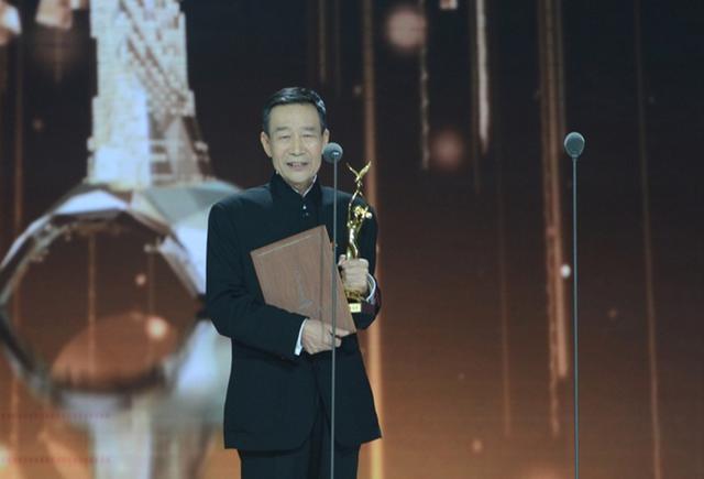 这位在金马奖舞台的发言,刘德华带头鼓掌鞠躬,获得全场人的认可!