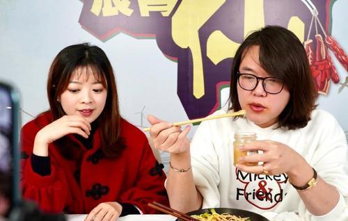 重庆浪胃仙大胃王是男的还是女的,胃真的能饿小撑大吗?